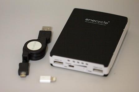 充電器と巻き取りケーブルとMicro USBアダプタ