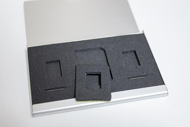 microSDカードも収納できる