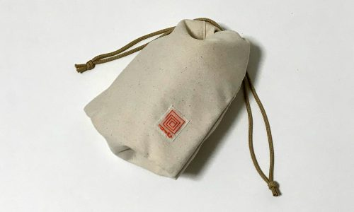 包(つつむ)巾着ポーチ