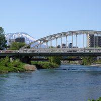 開運橋と岩手山