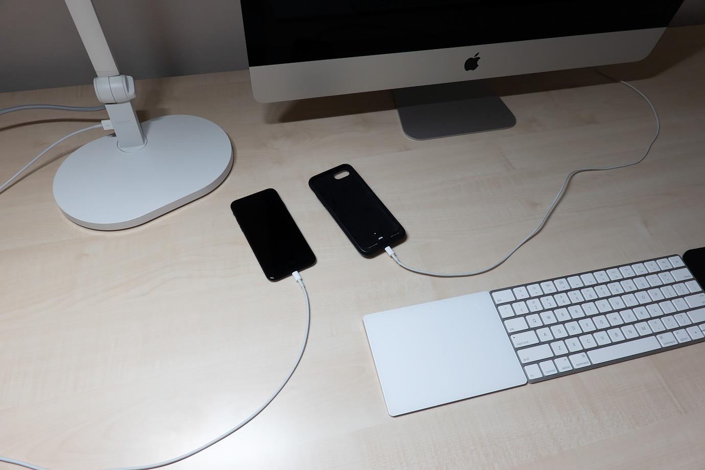 デスクライトとiMacから充電