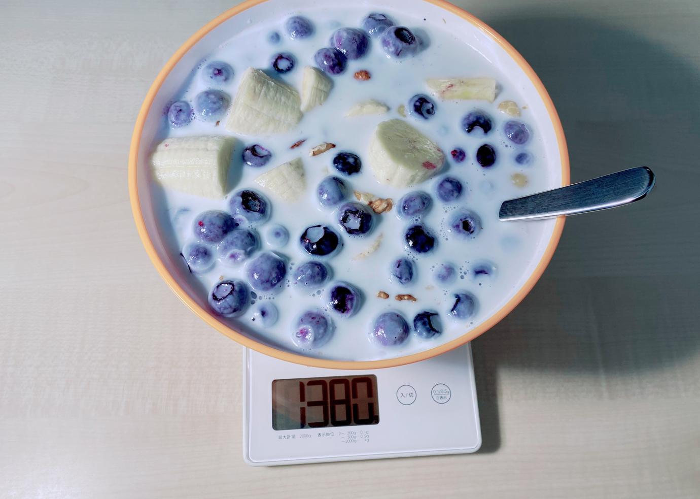 測りに乗せた朝食