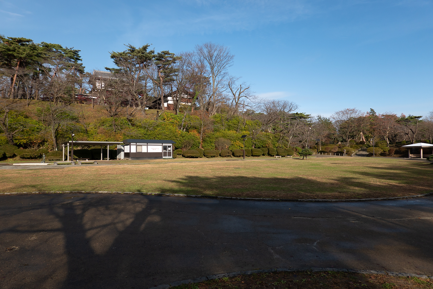 千秋公園の広場(二の丸)
