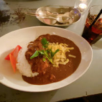 Zarigani Curry 挽肉のカレー ゴーダチーズとピクルスを添えて